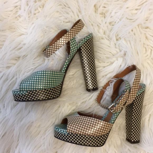 3209c981bd9 Fendi high heels